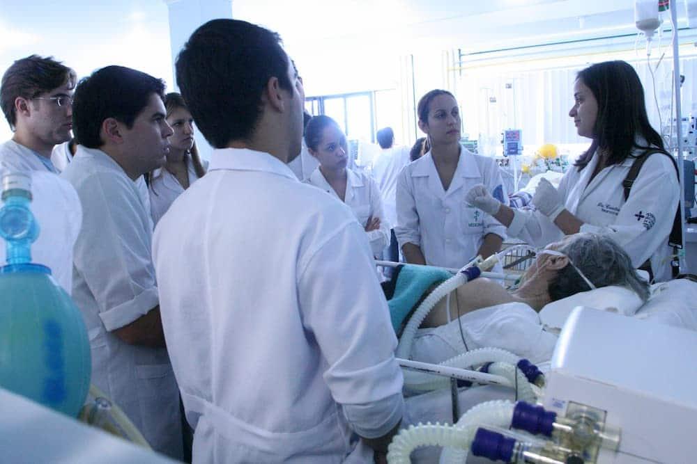 aluno da UCPel no Hospital São Francisco de Paula