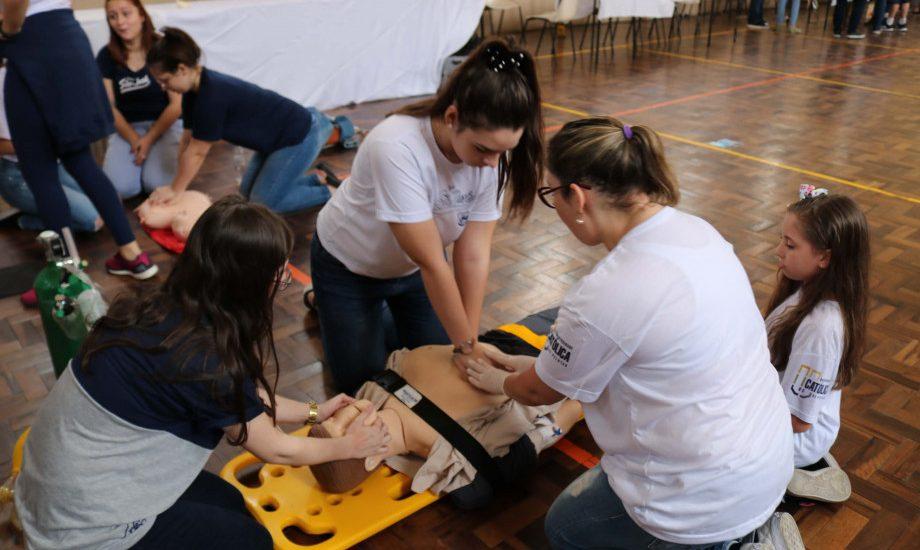 UCPel apresenta profissões aos alunos do Colégio São José