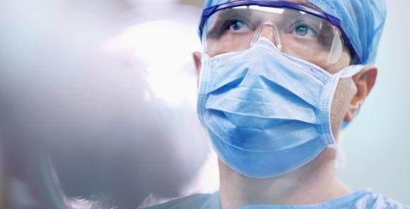 o que faz um médico
